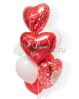 Композиция из красных сердец для влюбленных