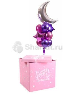 Композиция из розовых и фиолетовых хромированных шаров в розовой коробке
