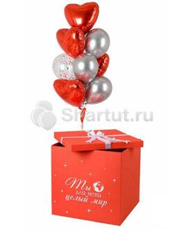 Композиция из шаров-сердец в красной коробке
