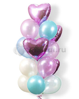 Композиция из латексных шаров с фольгированными сердцами