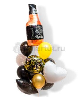Композиция из шаров с бутылкой виски